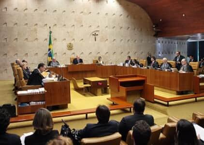 STF suspende sessão e convoca extraordinária para decidir sobre votação de impeachment