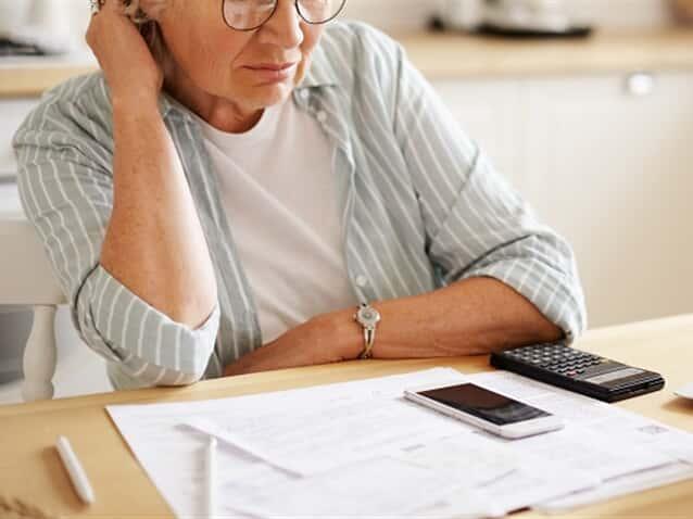 Banco deve cessar desconto de consignado em benefício de idosa