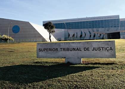 STJ suspende todas as ações que pedem revisão no FGTS