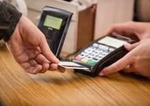 Homem deve indenizar ex-namorada por furto de cartão de crédito