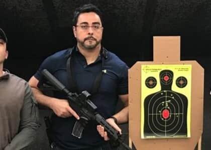 """Marcelo Bretas sobre foto com fuzil: """"Não sou ingênuo de achar que nada vai me acontecer"""""""
