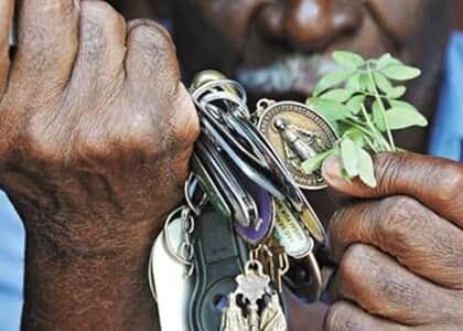 Falso curandeiro e cúmplice são condenados por estelionato contra idosa