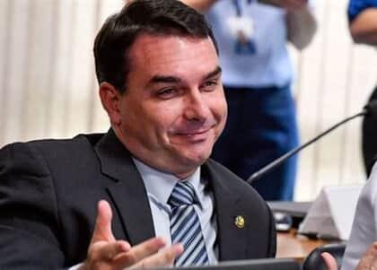 """MP/RJ abre novo inquérito contra Flávio Bolsonaro sobre contratação de """"funcionários fantasmas"""""""