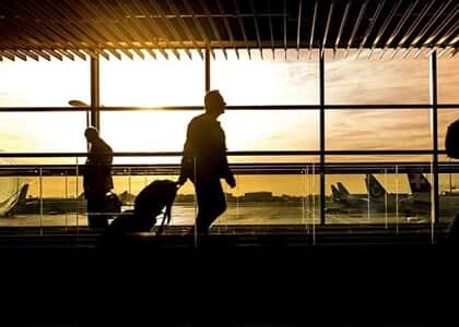 Cia aérea indenizará passageiro desassistido após voo cancelado e remarcação após três dias