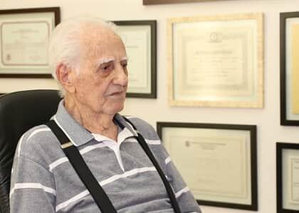 Promotor parte pra cima de advogado de 84 anos durante sustentação; OAB desagrava