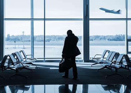 Não há dano moral in re ipsa por remarcação de voo para dia seguinte