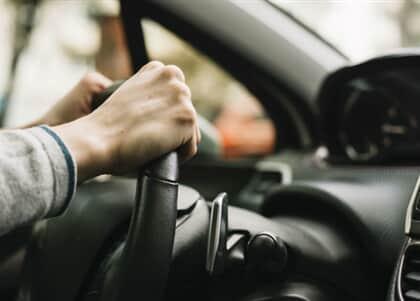 Uber e 99 devem assegurar salários e equipamentos de proteção a motoristas em Fortaleza