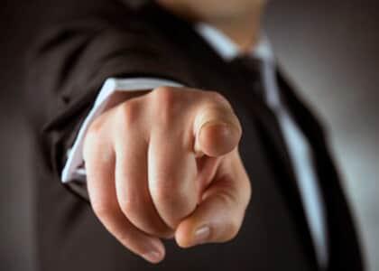 Escritório é condenado por ameaçar advogados que não cumprissem 80 prazos por dia