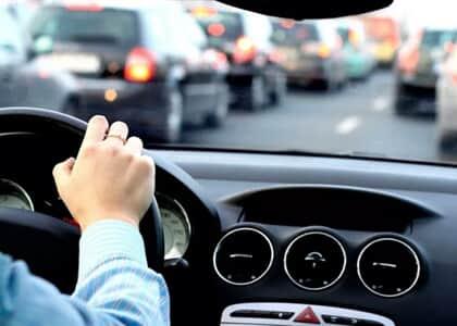 Detran deve ressarcir gastos de transporte de motorista pelo tempo que suspendeu CNH