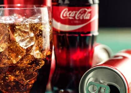 Coca-Cola indenizará homem que encontrou plástico em refrigerante