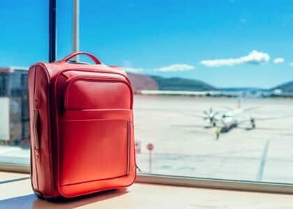 Menor é condenado em má-fé por demanda idêntica à de seus pais sobre extravio de bagagem