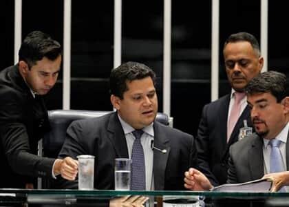 Medidas de contenção do coronavírus no Brasil seguem para sanção