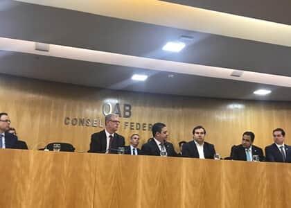 Rodrigo Maia recebe parecer da OAB sobre o pacote anticrime