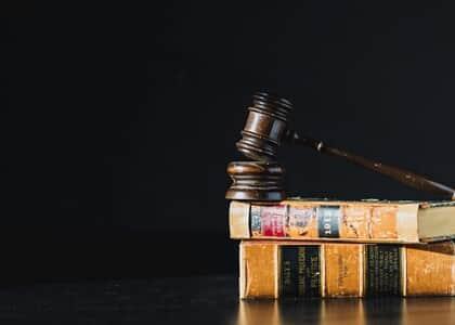 Justiça do RJ concede ordem de injunção para que se crie plano de carreira dos profissionais da educação
