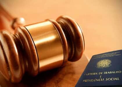 Reconhecimento de vínculo empregatício apenas em juízo não afasta multa por atraso no pagamento de verbas rescisórias