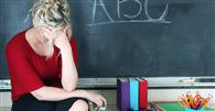 Estado de SP indenizará professora ferida no olho por porta chutada por alunos